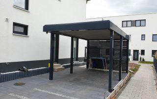 Einzel-Carport aus Stahl und mit Wandelementen - BRANDL