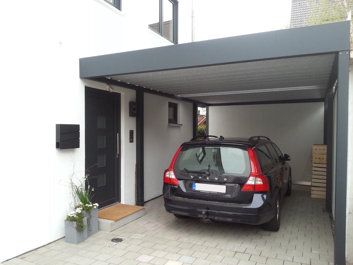 Einzel-Carport mit Geräteraum (Abstellraum) hinten integriert + Hauseingangsüberdachung - BRANDL