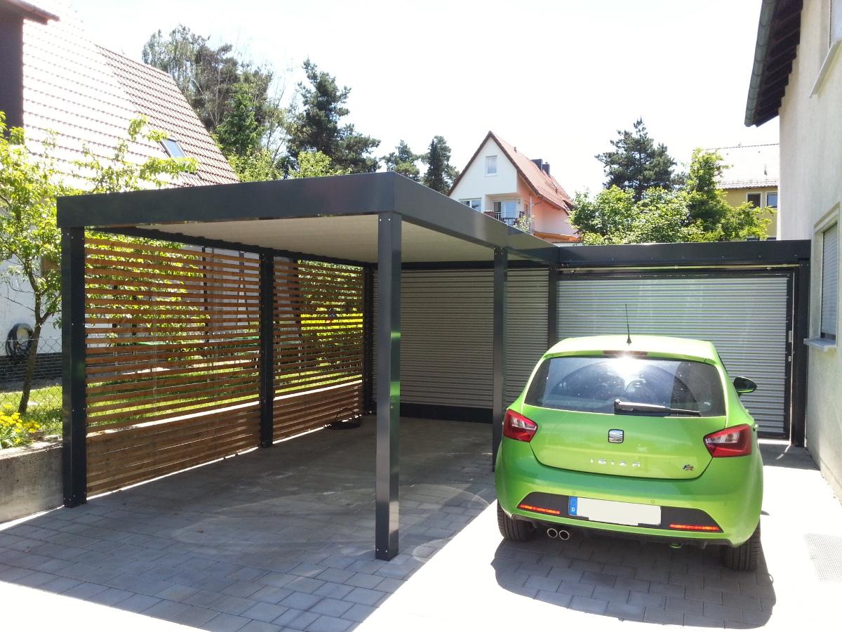 Einzel-Carport mit Wandelementen und Schiebetor zum Garten - BRANDL