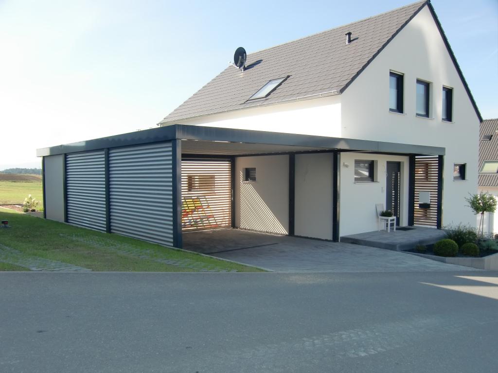 Doppel-Carport mit Hauseingangsüberdachung und Geräteraum hinten - BRANDL