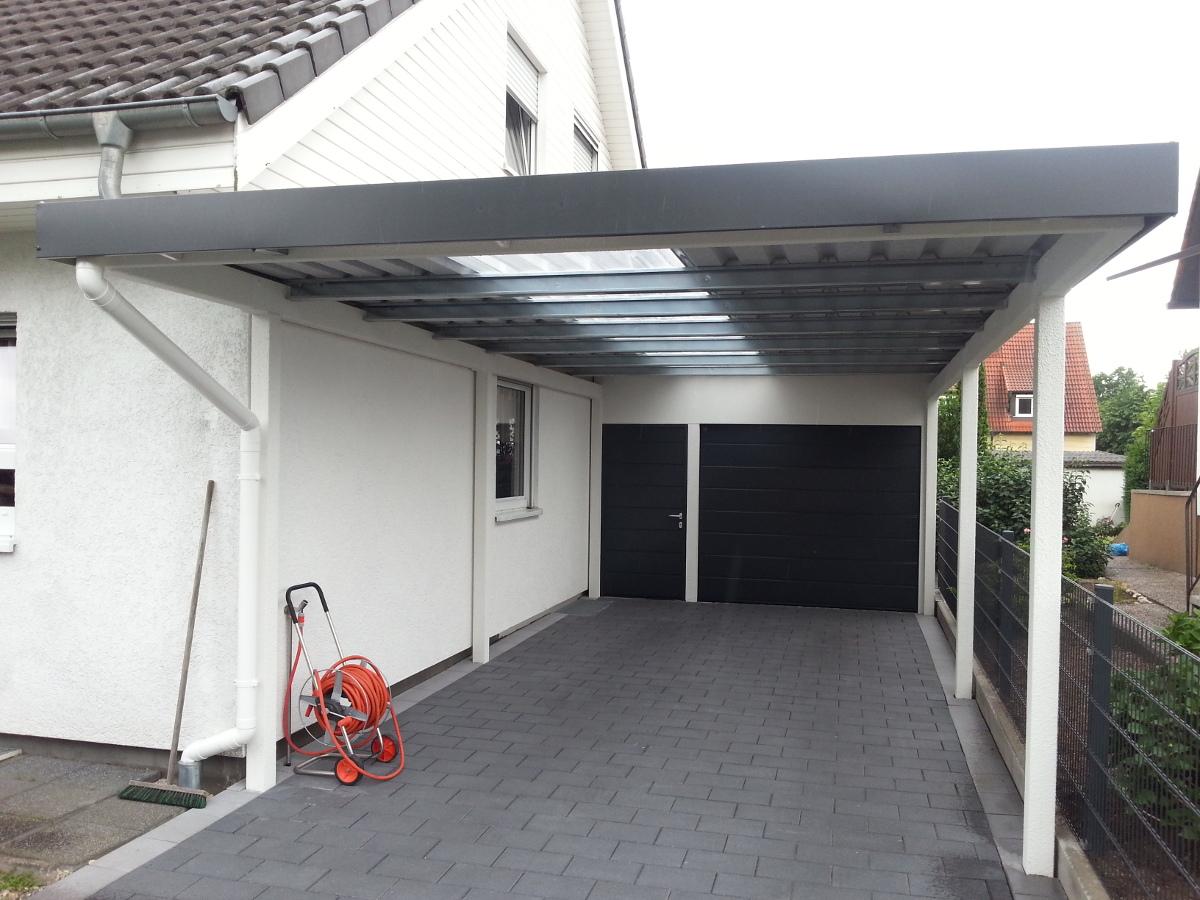 STAHL-Einzelgarage mit Sektionaltor + Geräteraum hinten integriert + Carport-Anbau vorne - BRANDL