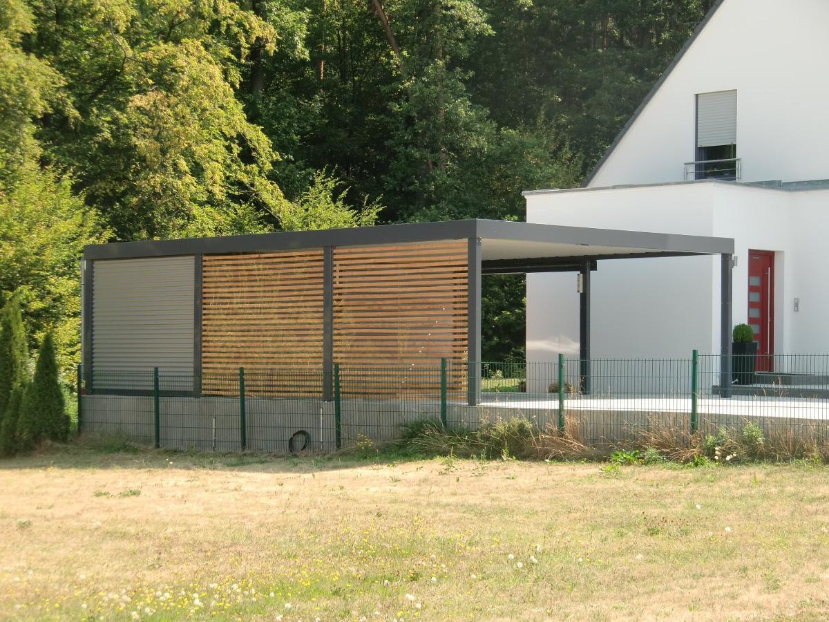 carport aus stahl mit gerteraum abstellkammer hinten integriert brandl
