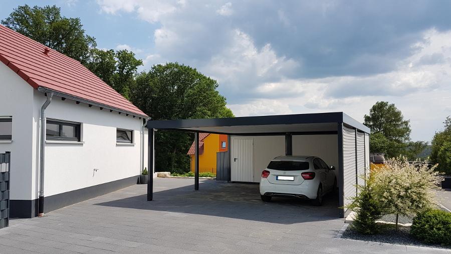 Doppel-Carport aus Stahl – mit Geräteraum (Abstellkammer) hinten integriert - BRANDL