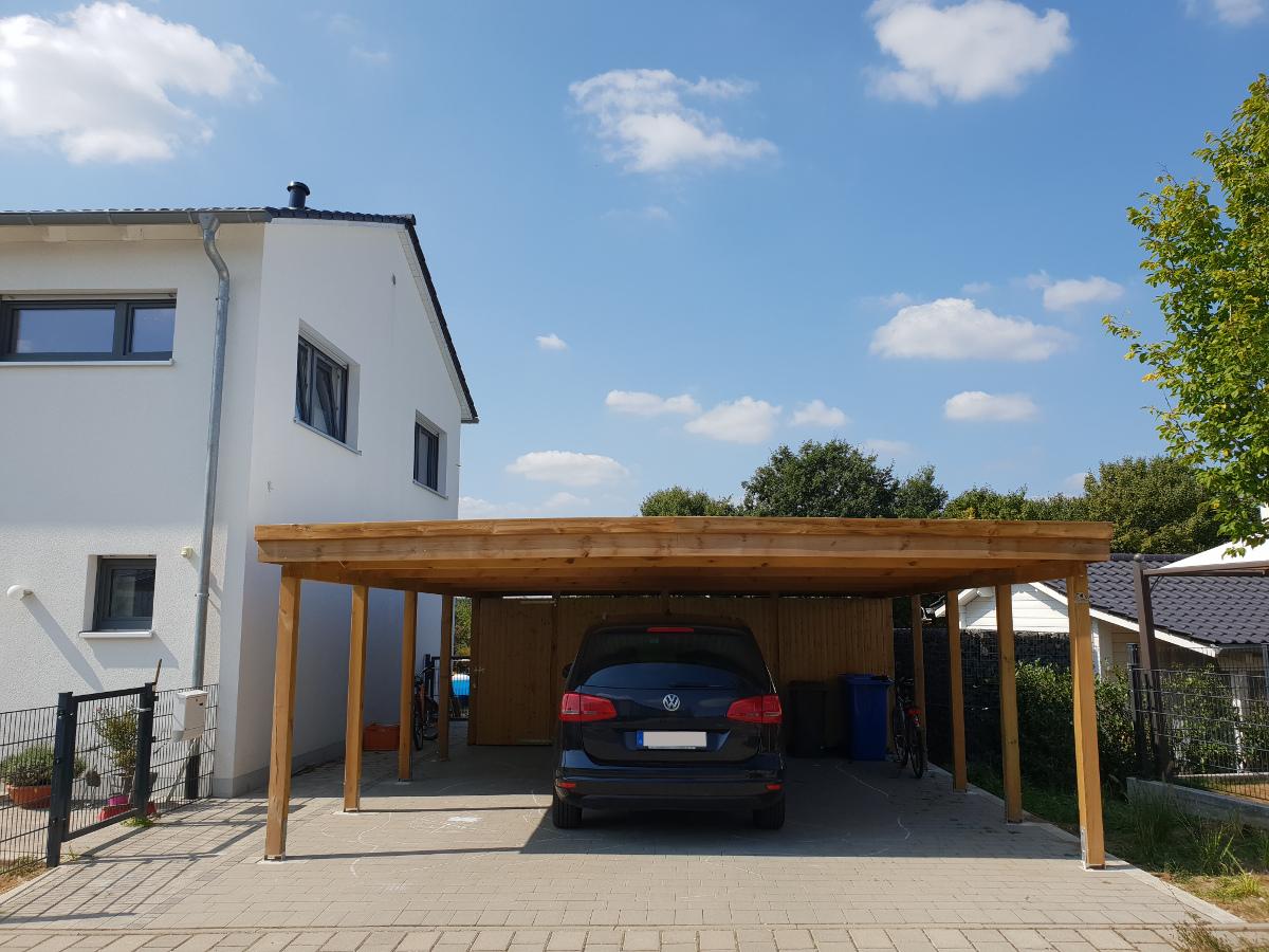 Doppel-Carport aus Holz mit Abstellkammer hinten - BRANDL