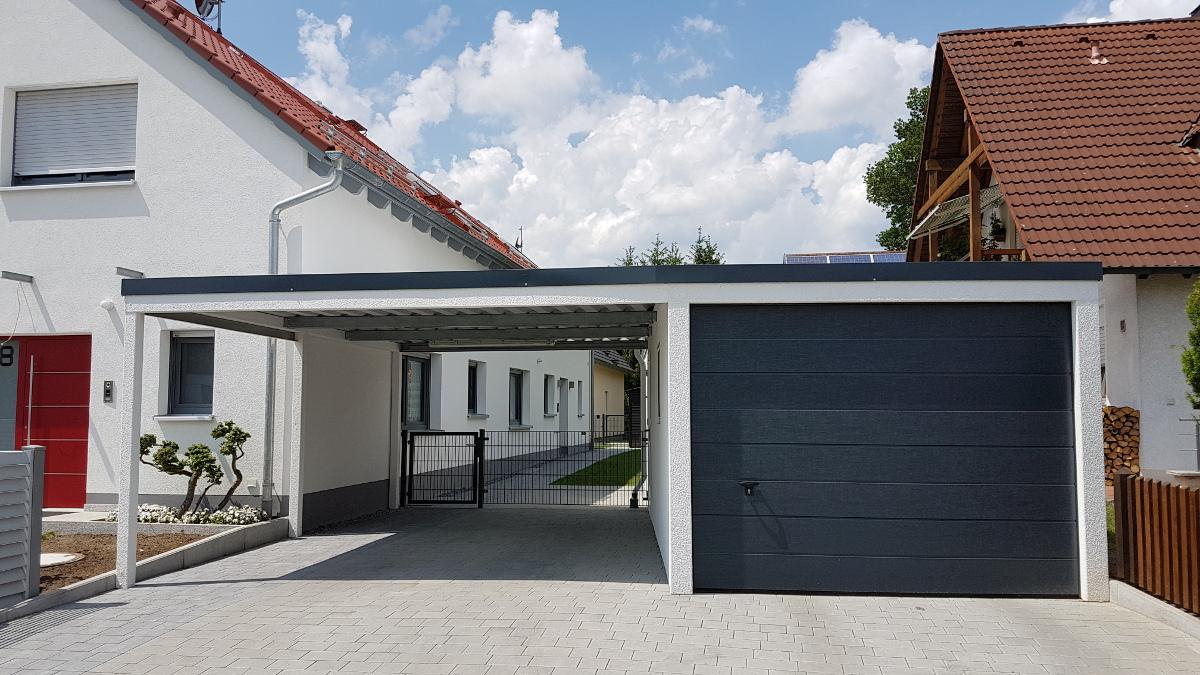 Einzelgarage mit Sektionaltor und Anbau-Carport aus Stahl - BRANDL