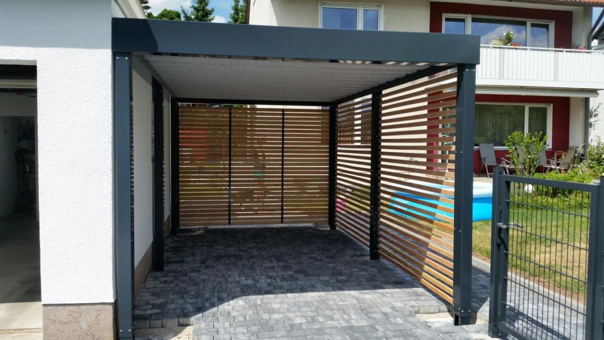 Einzel-Carport aus Stahl mit Wandelementen Holzlattung - BRANDL