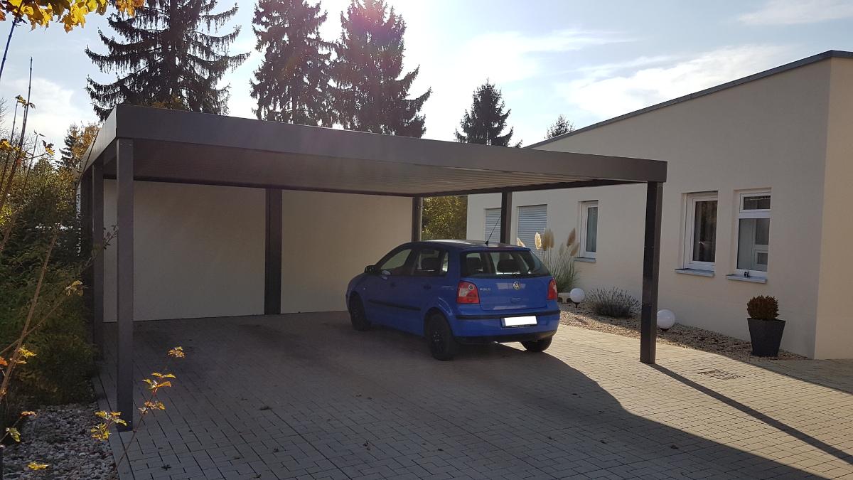 Carport aus Stahl mit Geräteraum (Abstellkammer) hinten integriert - BRANDL
