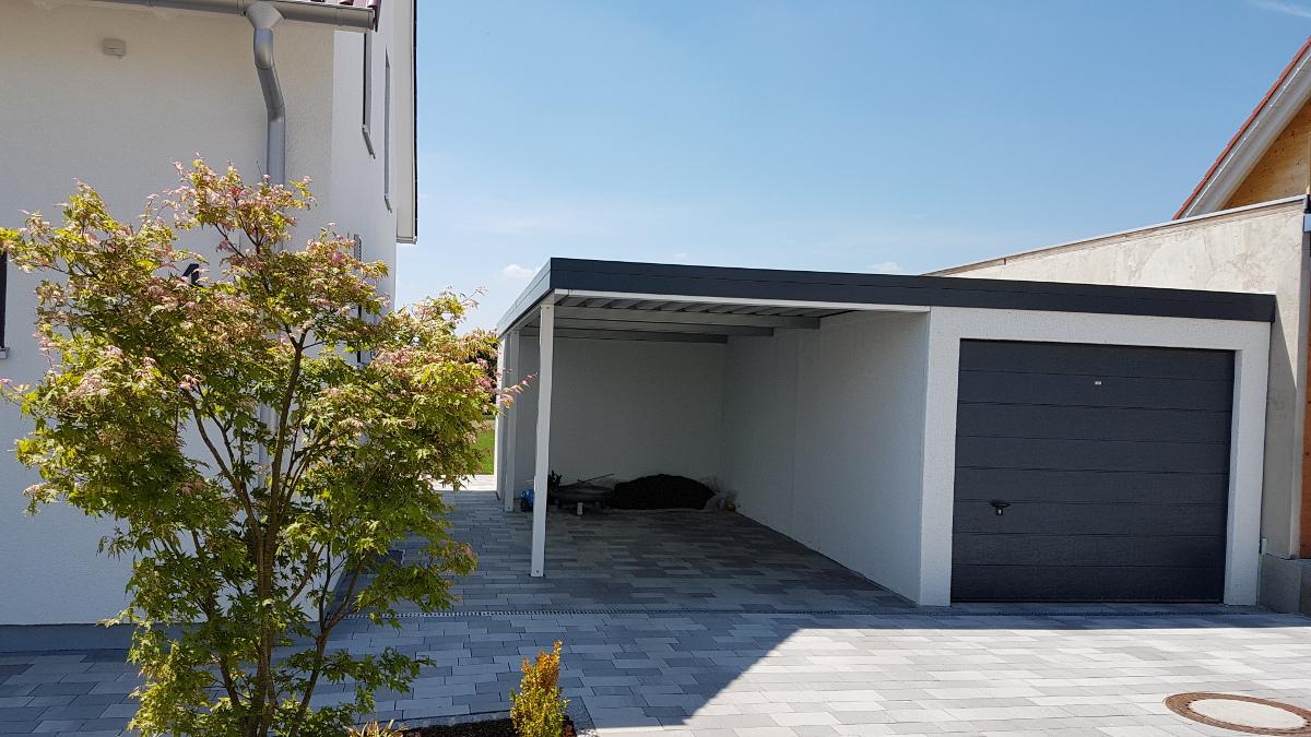 Einzelgarage aus Stahl mit Sektionaltor + Anbau-Carport daneben + Geräteraum (Abstellkammer) hinten quer - BRANDL