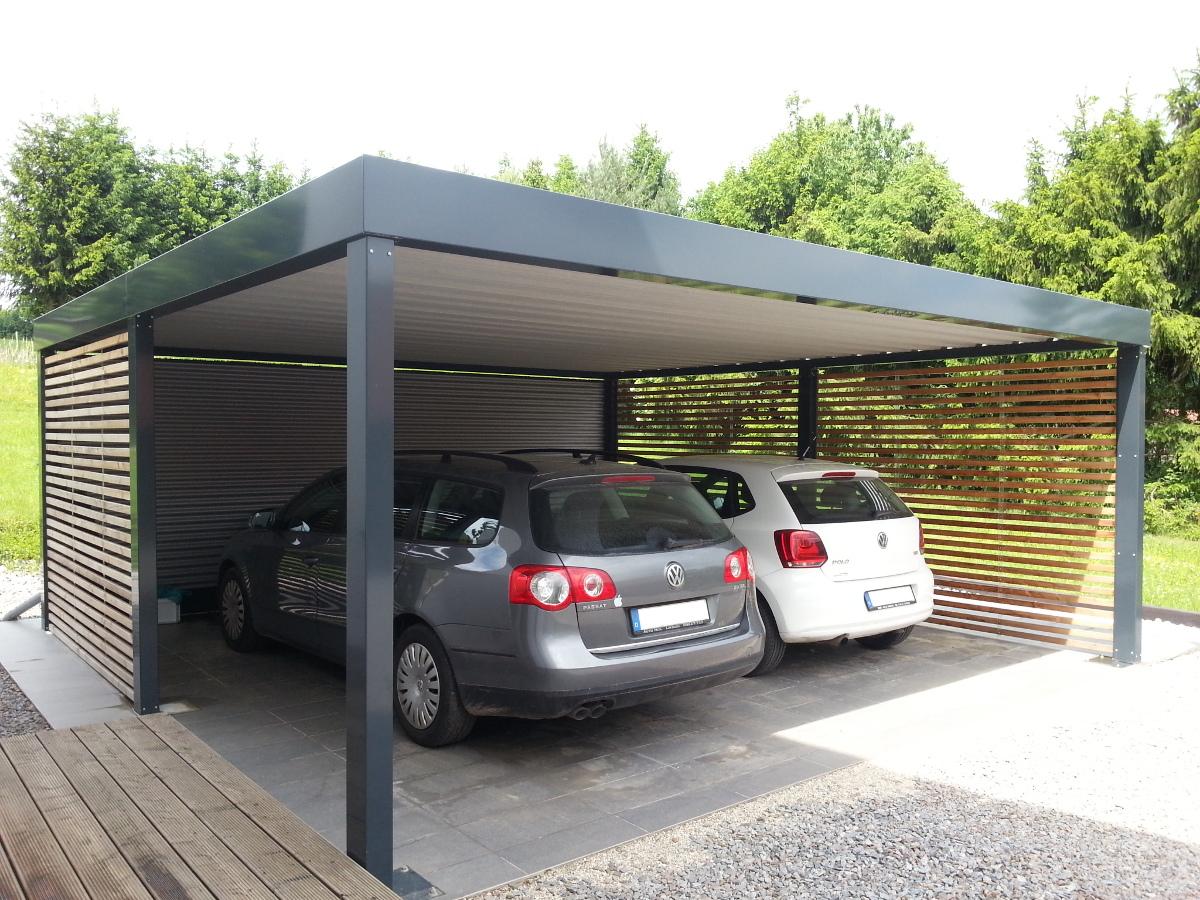 Doppel-Carport aus Stahl mit Wandelementen in offener Holzlattung - BRANDL