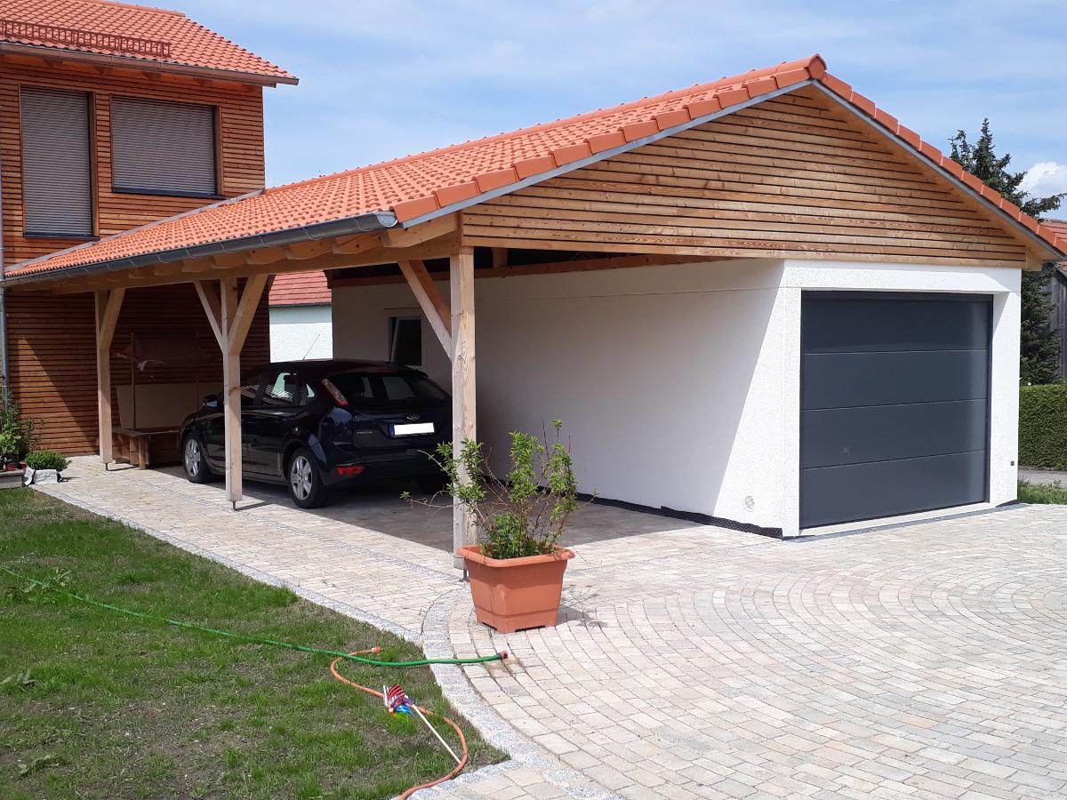 Einzel-Garage aus Beton mit Sektionaltor und bauseitigem Giebeldach - BRANDL
