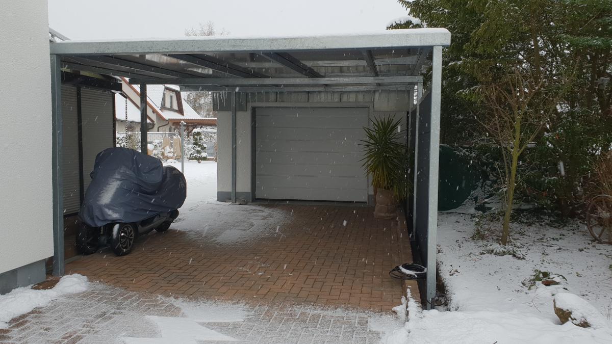 Doppel-Carport aus Stahl (Pultdach) vor bestehende Garage - BRANDL