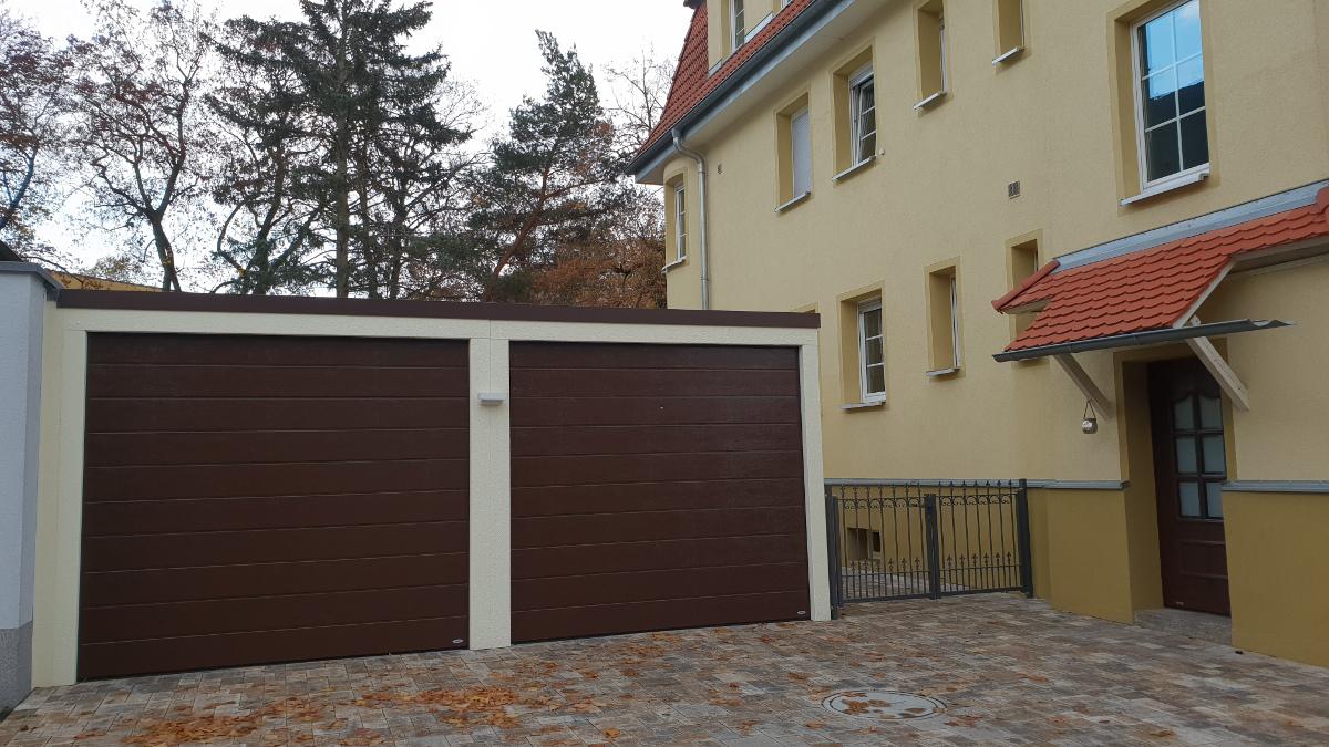 Doppel-Garage aus Stahl mit Sektionaltoren - BRANDL