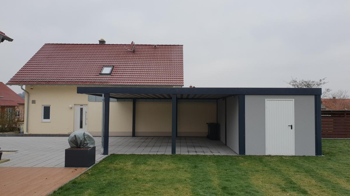 Doppel-Carport aus Stahl mit Geräteraum (Abstellkammer) hinten - BRANDL