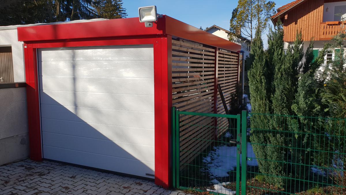 Einzel-Carport aus Stahl mit Sektionaltor und Wandelementen - BRANDL