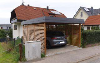 Einzel-Carport aus Holz mit Schindelblende und Rhombus-Wandelementen - BRANDL