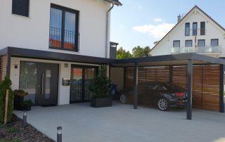 Einzel-Carport aus Stahl mit Hauseingangsüberdachung - BRANDL