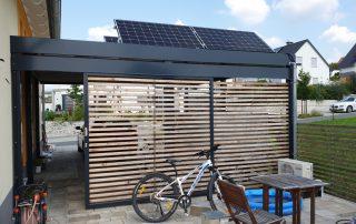 Doppel-Carport aus Stahl + Geräteraum + Sichtschutzwand - BRANDL