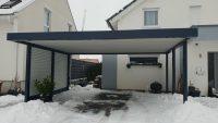 Doppel-Carport aus Stahl mit Sichtschutzwand - BRANDL