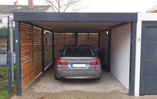 Einzel-Carport aus Stahl mit Wandelementen in Rhombus-Holzlattung - BRANDL