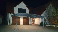 Doppel-Carport aus Stahl mit Bogendach (Überdachung) vor Garage - BRANDL