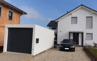Einzel-Garage aus Beton mit Sektionaltor - BRANDL