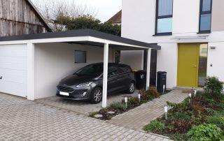 Einzel-Garage aus Stahl mit Sektionaltor + Anbau-Carport rechts daneben - BRANDL