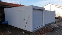 Doppel-Garage aus Beton mit Mittelwandöffnung und Einzel-Garage hinten quer angebaut - BRANDL